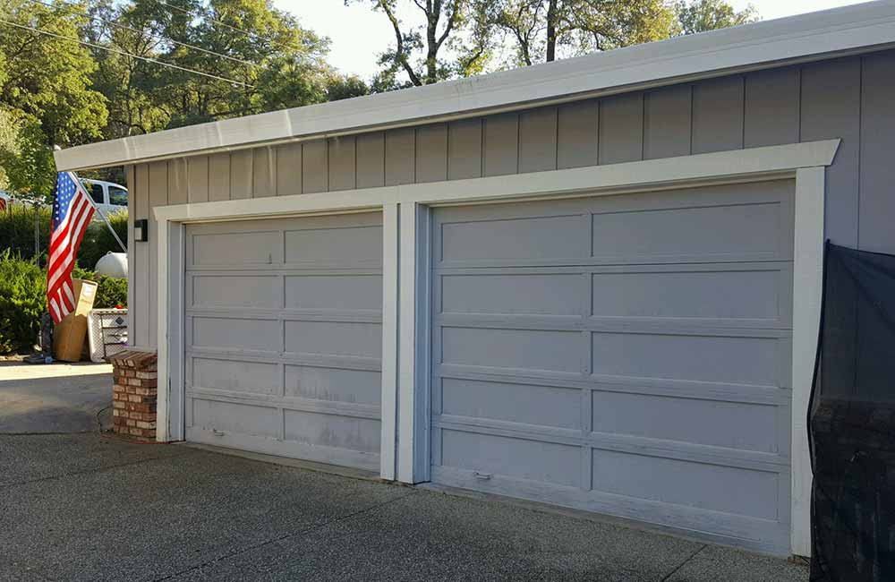 Residential Garage Doors Before Replacement Photo Services in Truckee, CA.